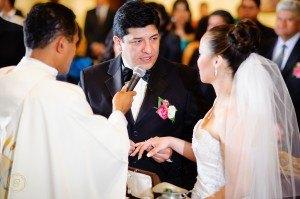Promesa de amor anillos de bodas fotografia artistica de bodas