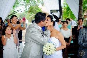 beso nupcial, fotografo de bodas